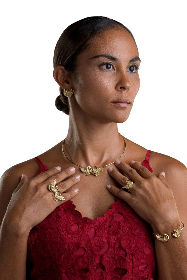 fearless-jeweller-gold-vermeil-swan-collection-with-model